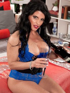 Milfs over 40 like Jade Steele are the bomb