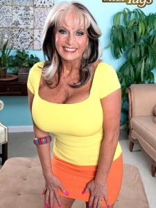 Sally D'Angelo is a hot MILF that's into giving handjobs