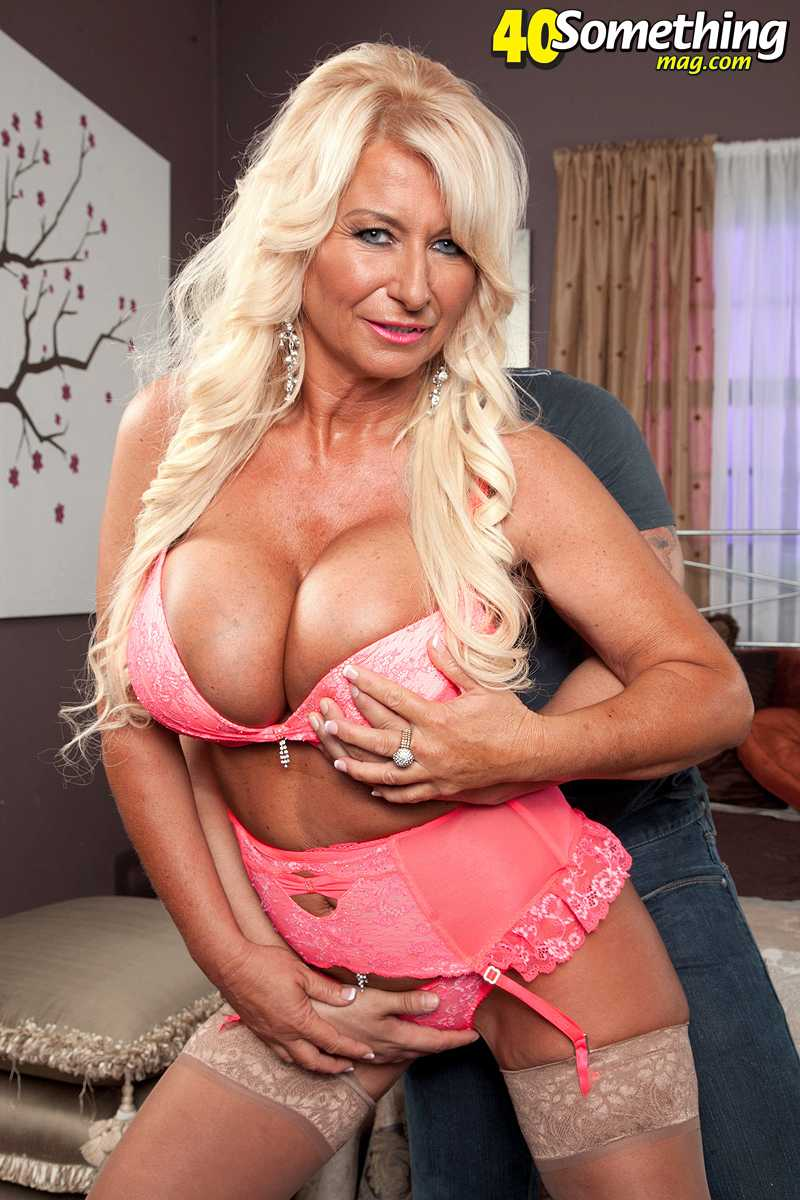 40 Something Porno annellise croft makes her porn debut on 40 something mag